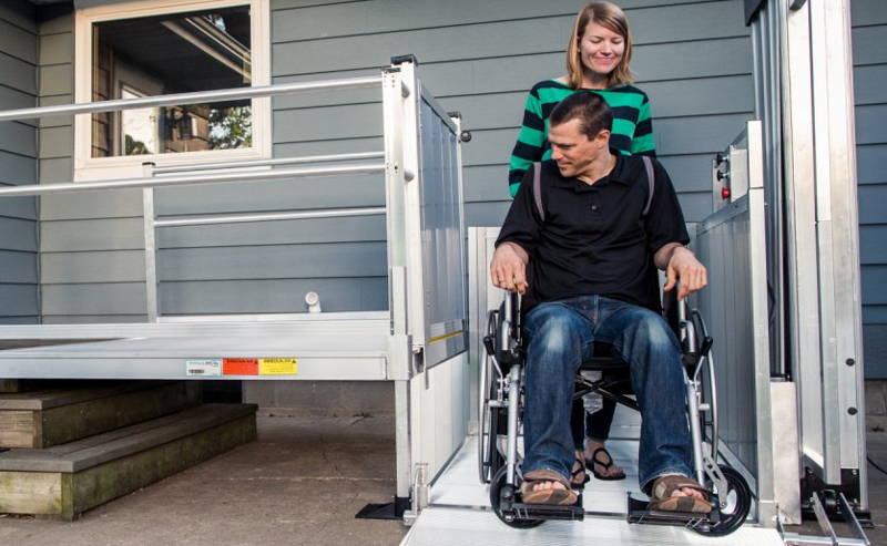 Κάθετος Ανελκυστήρας Αναπηρικής Πολυθρόνας